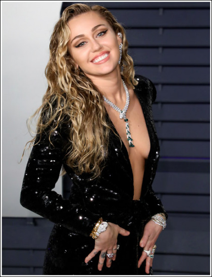 Miley Cyrus Drops Some Seriously Sexy Braless Cleavage Action!
