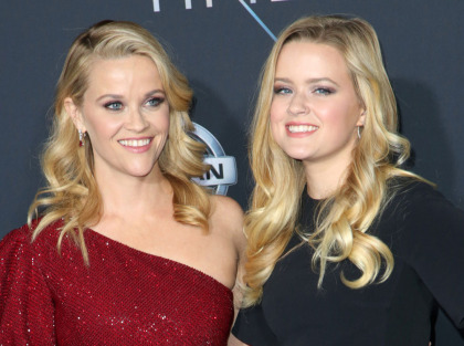 Reese Witherspoon's teen daughter fixes her eyeshadow for her for events