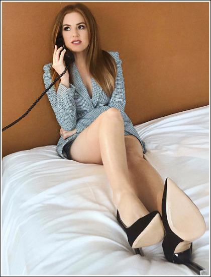 Isla Fisher Gets Ridiculously Leggy In Sexy Businesswoman Mode!