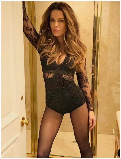 Kate Beckinsale Ultra Cleavagy And Leggy In A Revealing Outfit!
