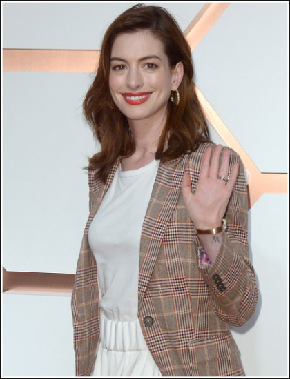 Anne Hathaway Busting Out Her Massive Bosom Like Bananas!