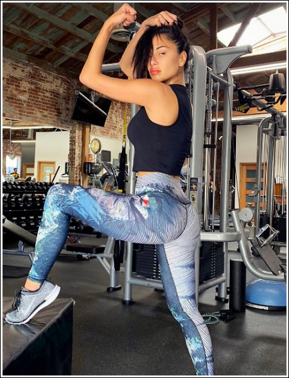 Nicole Scherzinger Gets Bootylicious In Skin-Tight Leggings!