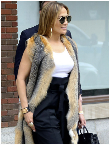 Jennifer Lopez Looking Bustier Than Ever' WOW!