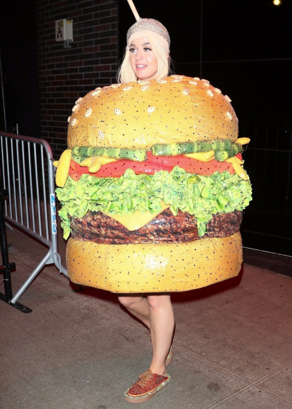 Katy Perry busted her buns while dressed as a hamburger at the gala afterparties